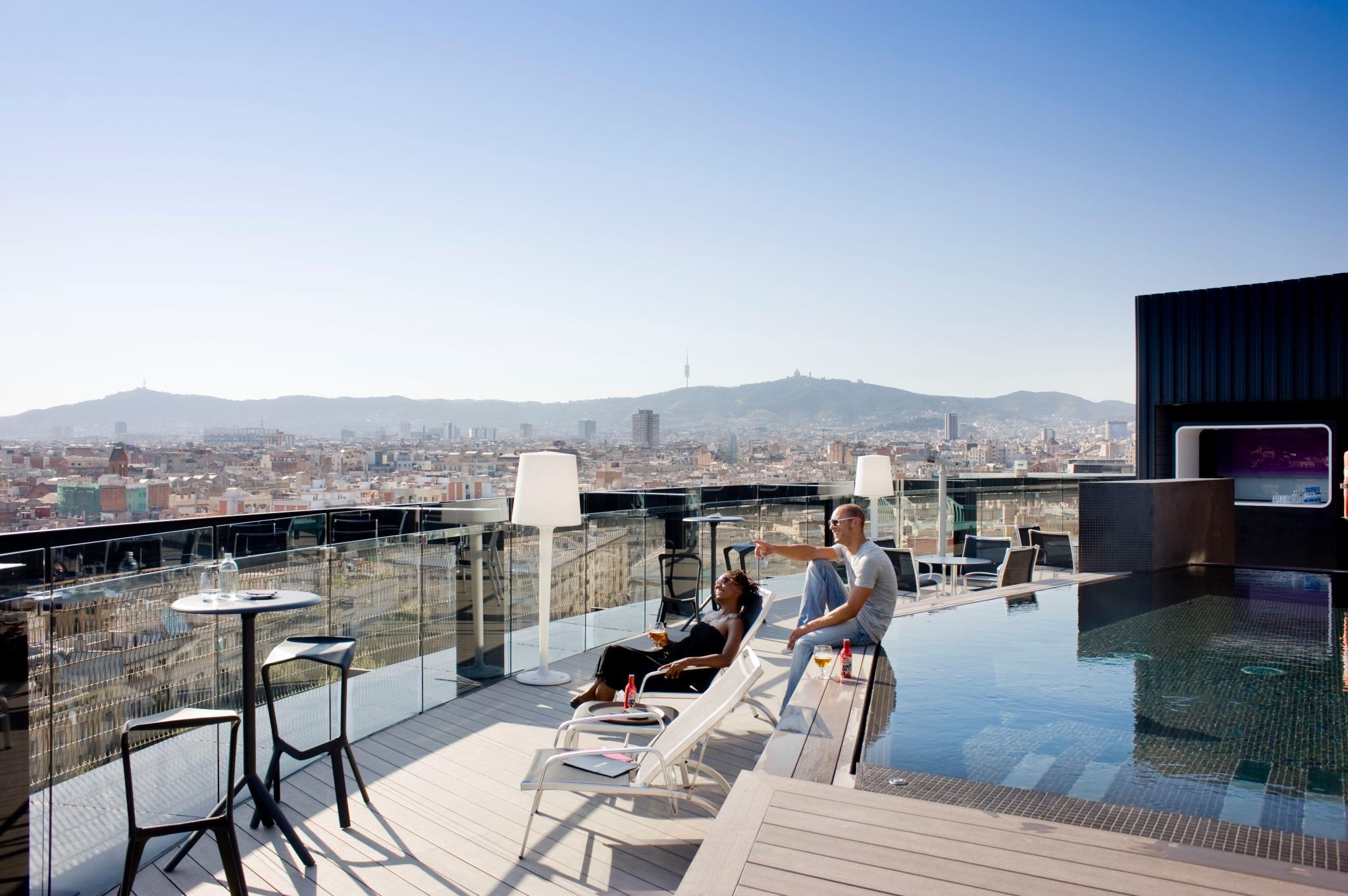 Terraza 360 hotel barcelo raval terrazeo for Terrazas de