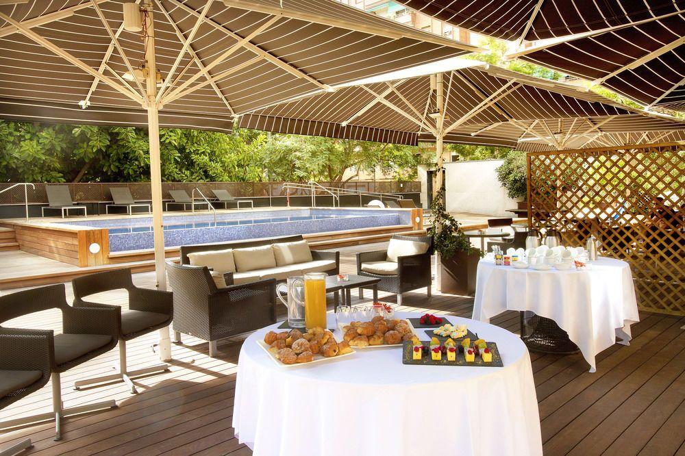El jard terraza del hotel h10 itaca terrazeo for Hotel el jardi barcelona
